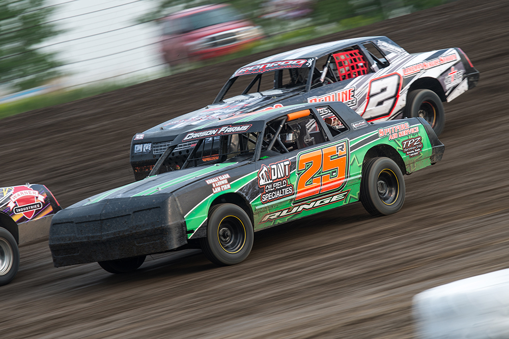 Leevi Runge (25r) and Ryder Scholpp (2) IMCA Hobby Stocks